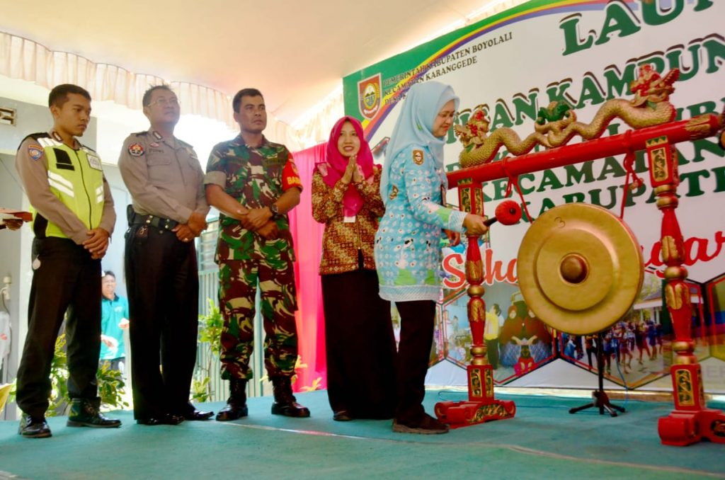 Kepala Dinas Kesehatan Di Dampingi Muspika Kecamatan Pukul Gong Tandai Peluncuran Rintisan Kampong Germes Maya Sari Klari Boyolali