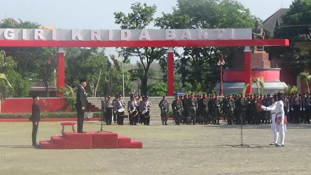 Dua SST Kodim 0728/Wonogiri Ikuti Upacra Bendera Peringati Hari Pahlawan