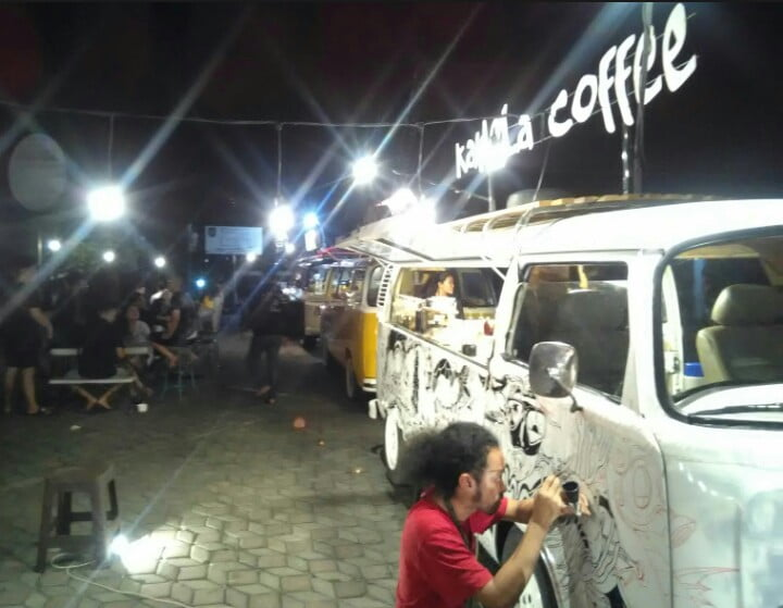 Performance Art Kawela Coffee Live Painting
