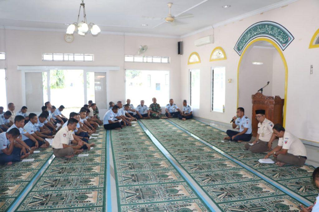 Sambut Tahun Baru 2020 Anggota Lanud Adi Soemarmo Ikuti Doa Bersama