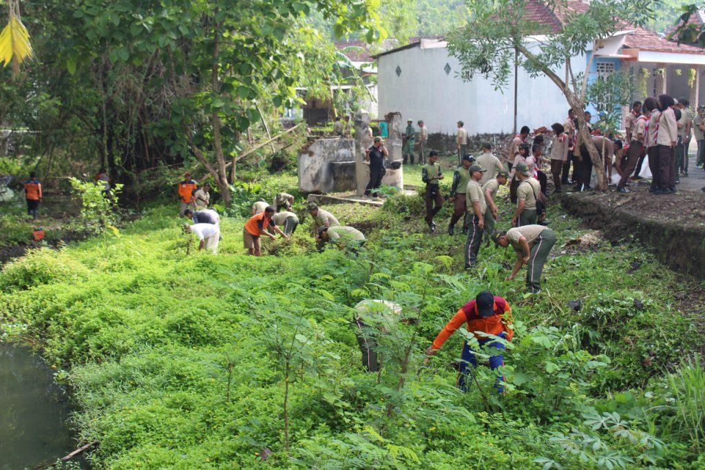 Kodim Wonogiri Gelar Karya Bakti Pembersihan Lingkungan Dalam Rangka Hari Juang TNI AD