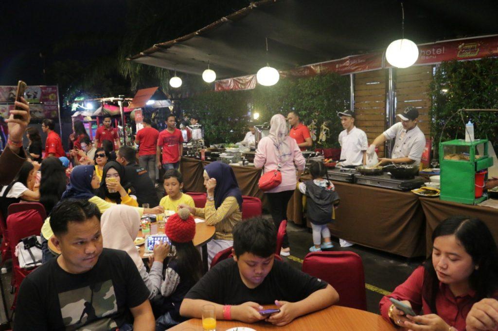 Photo of Kemeriahan Pesta Rakyat A-la Sobat Ambyar di favehotel Solo Baru