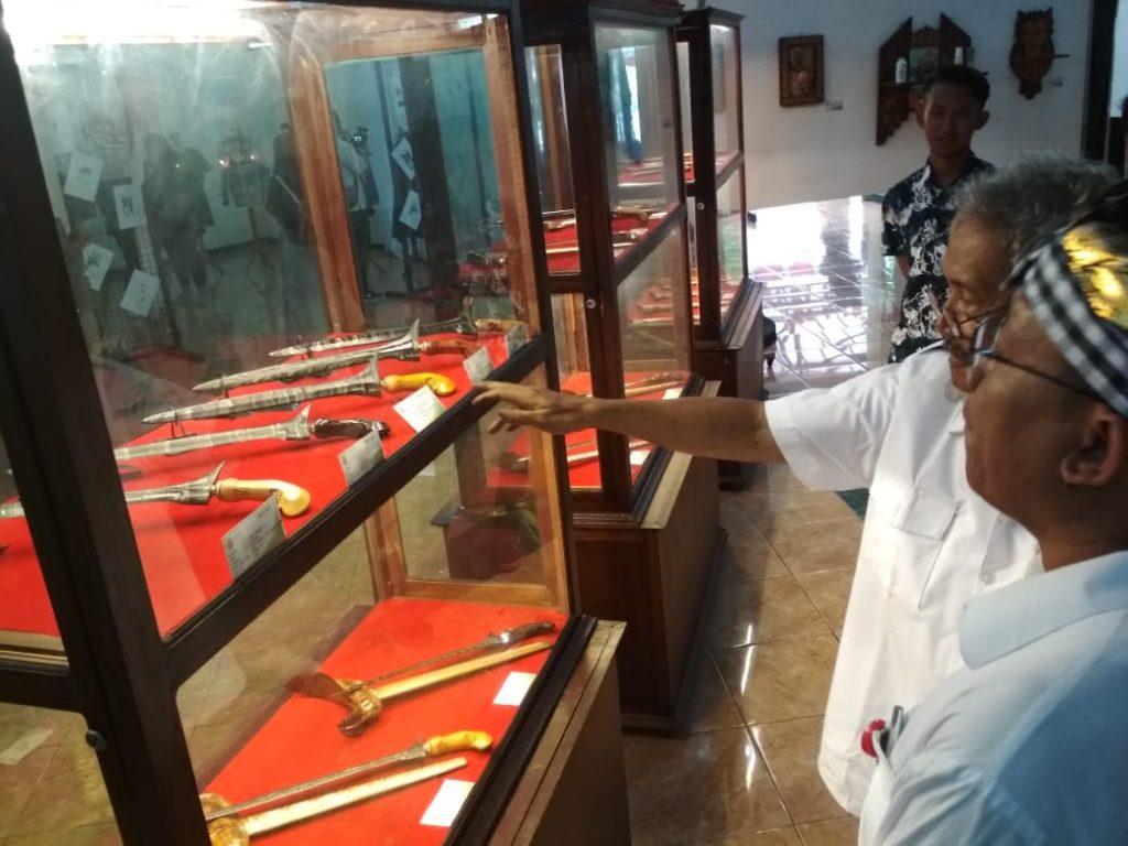"Mahasiswa Tiga Prodi Jurusan Kriya FSRD ISI adakan Pameran NANINA 11 Dengan Tema "" Damilan Kawulo Kriya"""