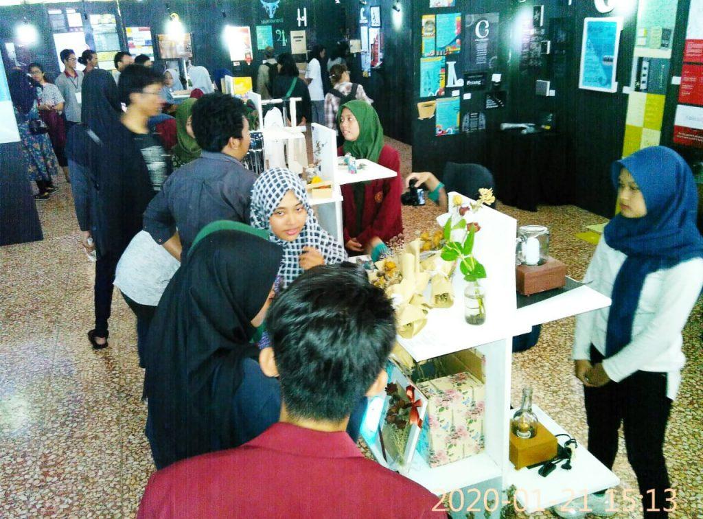 "Pameran BARSAMBAT#2, Branding Design Exhibition"" Karya Mahasiswa Prodi DKV FSRD ISI Surakarta"