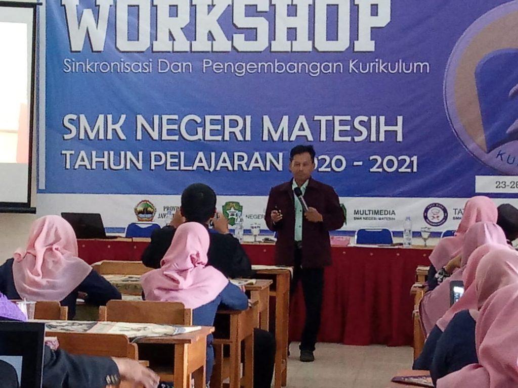 SMKN 1 Matesih Hadirkan Bambang Eka Purnama di Workshop Sinkronisasi Kurikulum