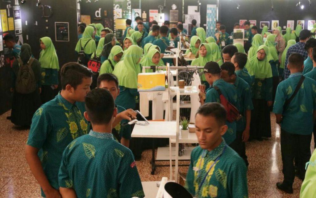 370 Siswa SMA Negeri Ambulu, Jember Kunjungi Pameran Barsambat#2