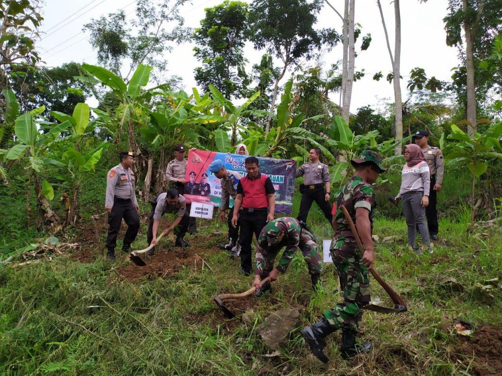 Tiga Pilar Kecamatan Puhpelem Tanam Ratusan Bibit Pohon