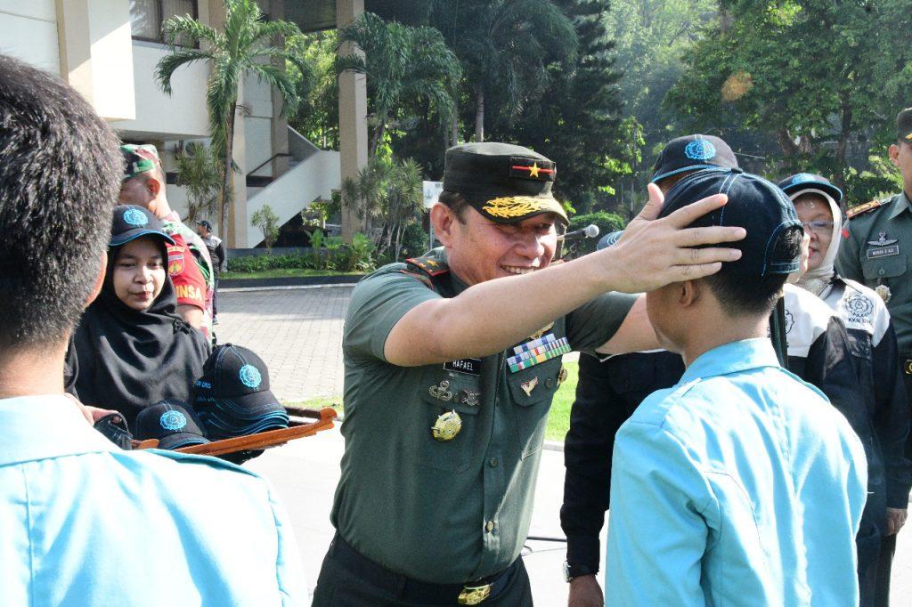 Danrem 074/Warastratama Hadiri Upacara Penerjunan Mahasiswa KKN UNS Surakarta