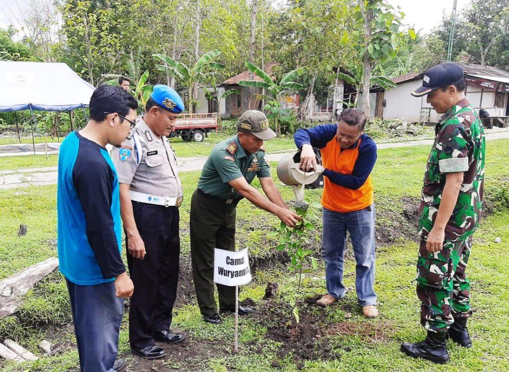 Danramil Wuryantoro Pimpin Penghijauan Di Desa Gumiwang Lor