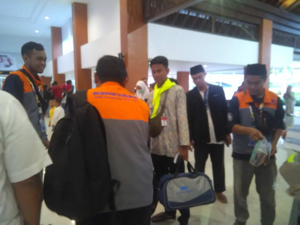 Biro Umroh Surya Medina Berangkatkan Puluhan Haji