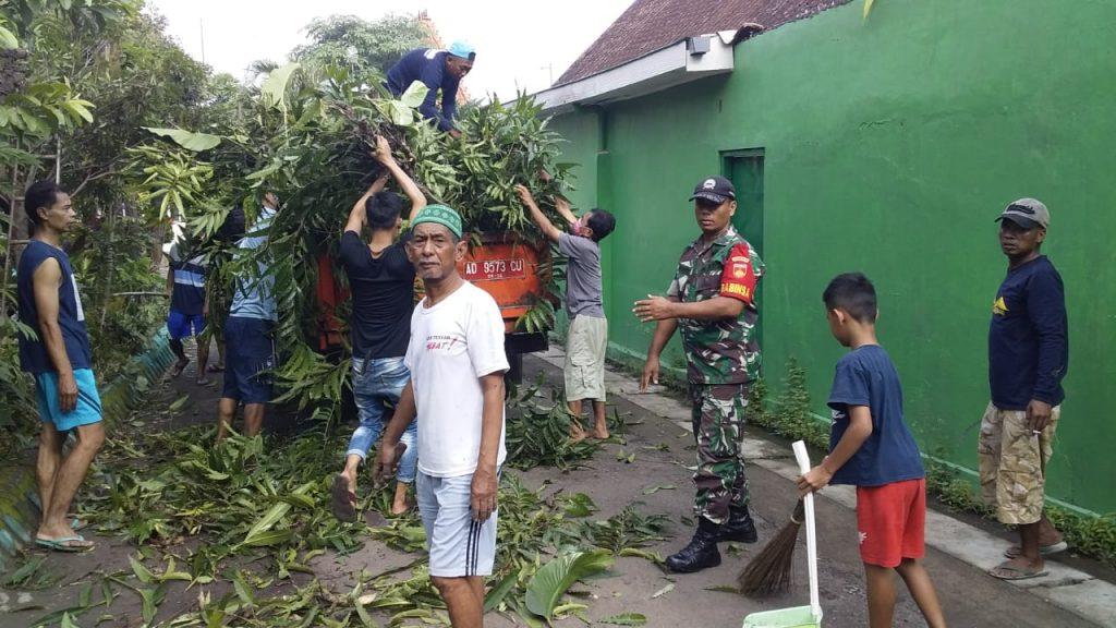 Kerja Bakti Bukti Nyata Manunggalnya TNI Rakyat