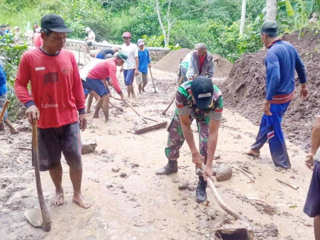 Karya Bakti TNI Dan Warga Guna Mengatasi Bencana Alam Di Wilayah
