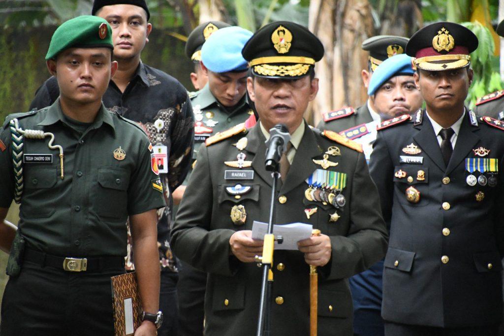 Danrem 074/Warastratama Pimpin Upacara Persemayaman Kolonel Kav Anumerta Bambang Kristianto Bawono