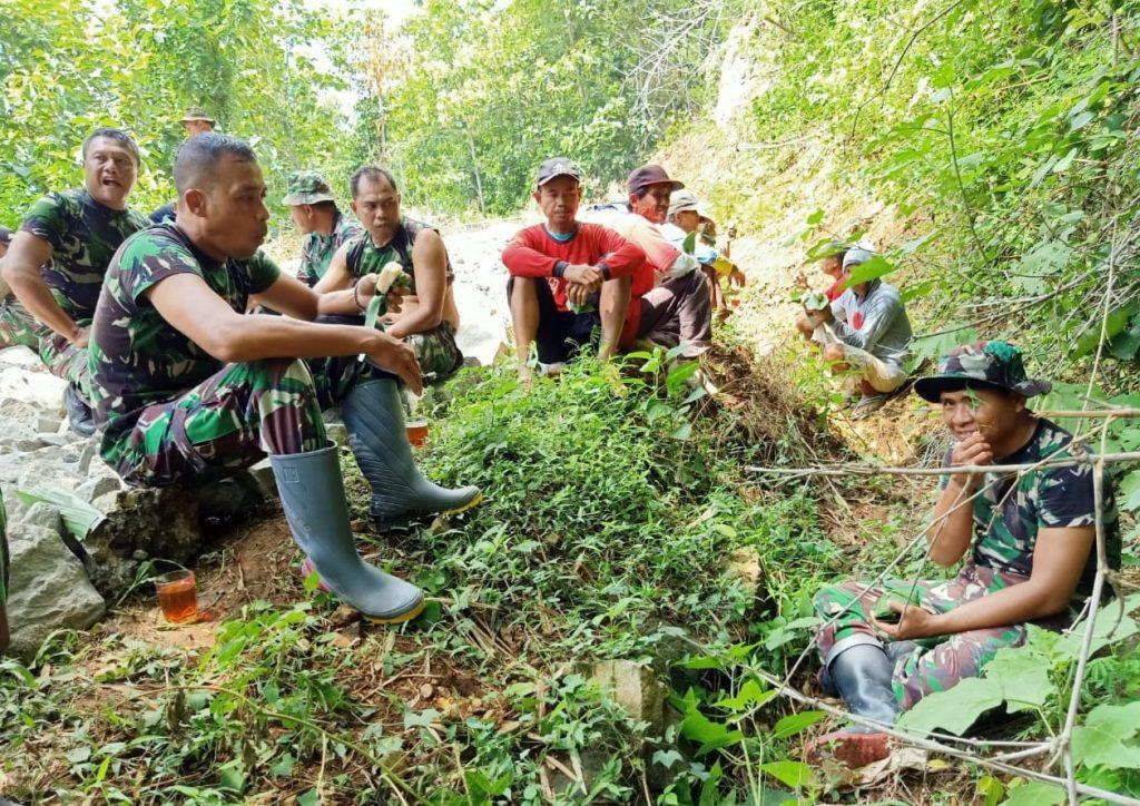 Kedekatan Dan Kekompakan TNI- Rakyat Demi Suksesnya TMMD Desa Sendang