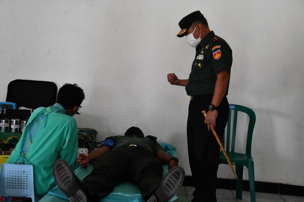 Atasi Minimnya Stok Darah PMI, Korem 074/Warastratama Gelar Bakti Sosial Donor Darah