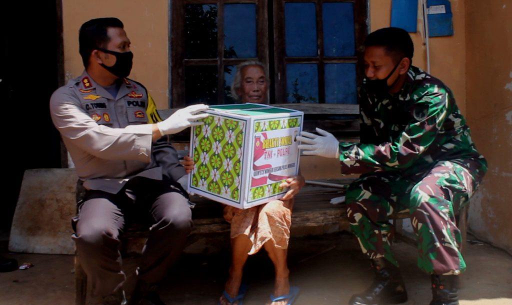 Sinergitas TNI Polri dan BPBD, Sumbang Warga Sampai Bagikan Kupon Makan Gratis