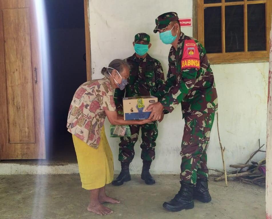 Peduli Akan Kondisi Warga Kurang Mampu, TNI Polri Salurkan Bantuan Sembako
