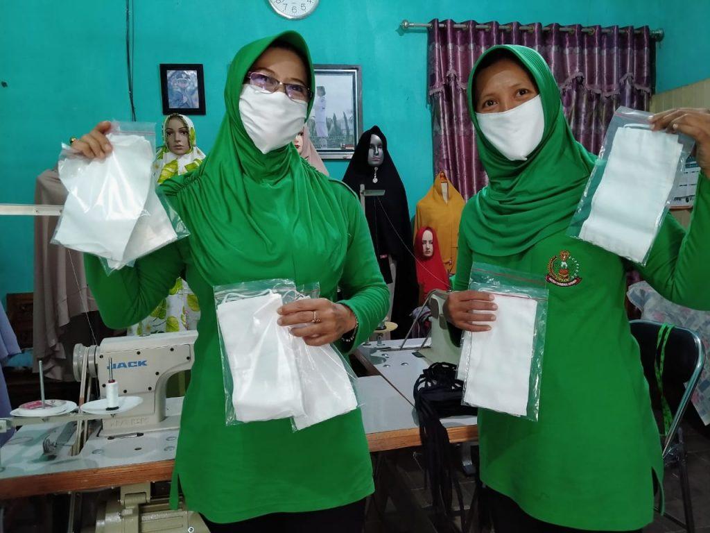 Persit KCK Koorcab Rem 071 Tuangkan Bakat dan Ketrampilan dengan Masker
