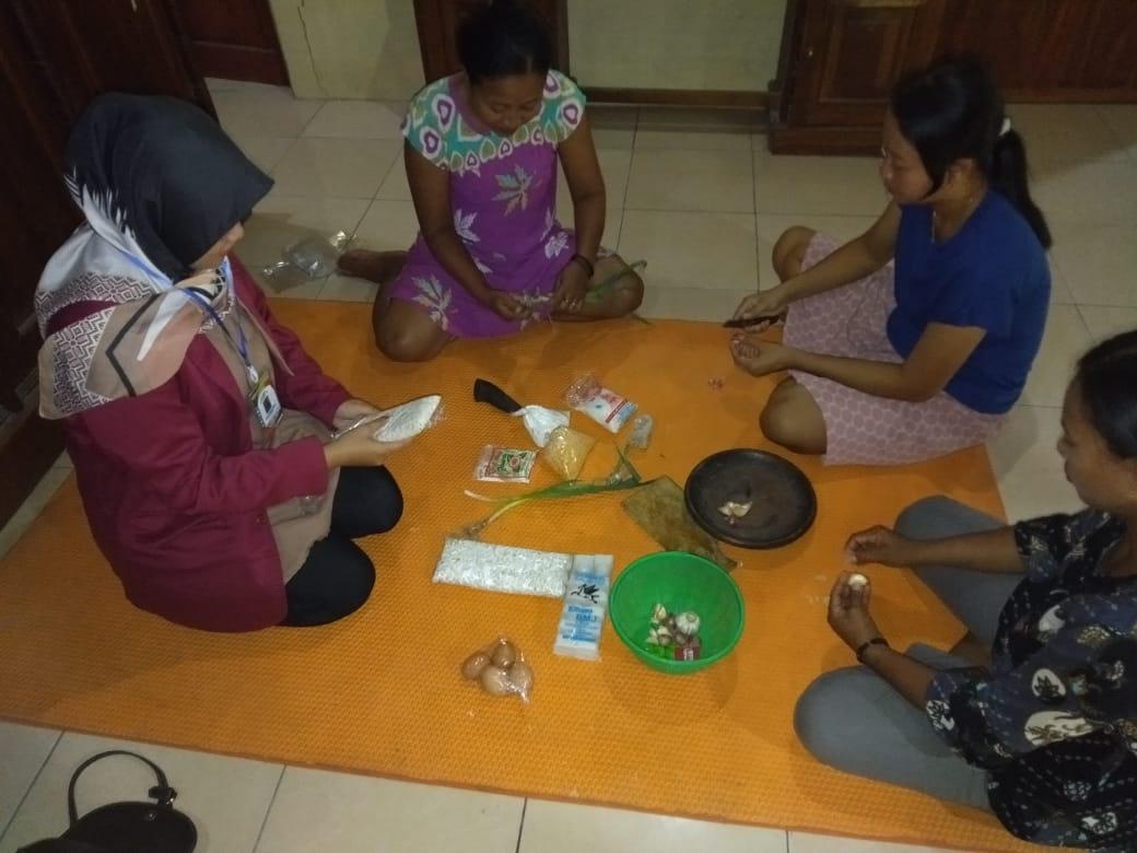 Photo of KKN Unisri Bekali Ibu Rumah Tangga Dengan Ketrampilan Pembuatan Nugget dan Kripik Tempe.