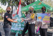 Photo of Aksi Simpatik Mitra Gojek Solo Raya Bagikan Masker dan Edukasi Masyarakat