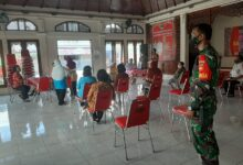 Photo of Jaga Kesehatan Warga Binaannya Babinsa Dampingi UPT Puskesmas Berikan Layanan Posbindu