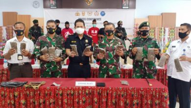 Photo of SATGAS YONIF MR 413 KOSTRAD BERSAMA BEA CUKAI JAYAPURA GELAR PRESS CONFEREN