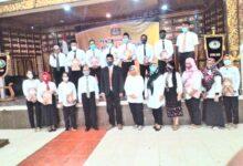 Photo of Dr. Agus Utomo Serahkan SK Kepada Wakil Ketua dan Struktural Dilingkungan STIE AUB Surakarta