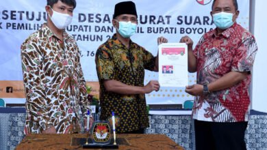 Photo of Penandatanganan Desain Surat Suara oleh KPU dan Calon Bupati dan Wakil Bupati Boyolali