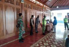 Photo of Babinsa Penumping Laksanakan Pengamanan Penyaluran BST APBD Kota Surakarta Tahun 2020