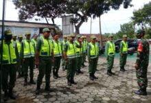 Photo of Pilkada Tinggal Menghitung Hari, Babinsa Nguneng Berikan Pelatihan Kepada Linmas